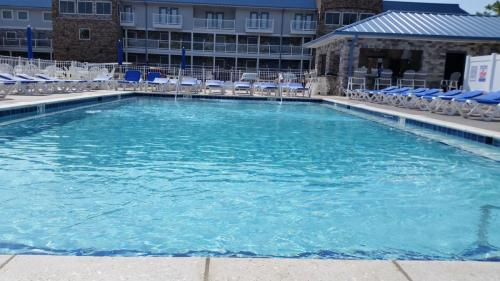 Put-in-Bay Condos Pool
